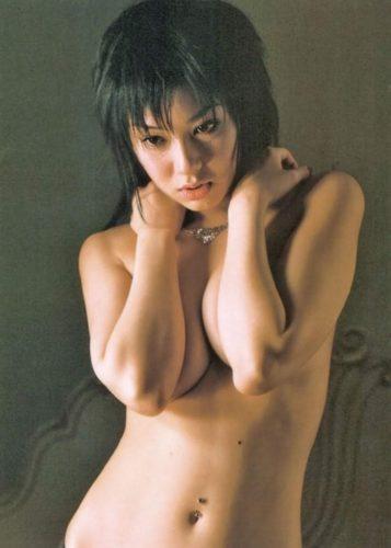 Yoshida Satomi 吉田里深