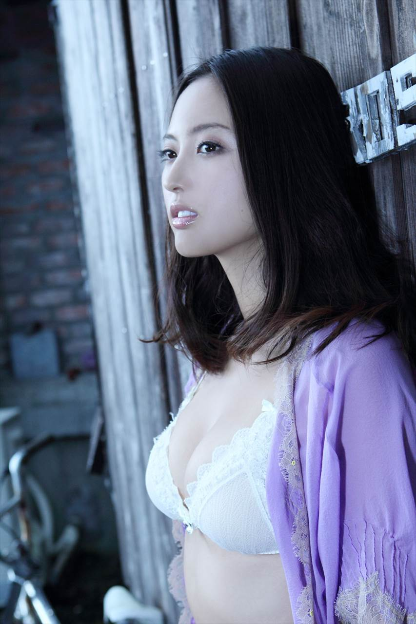 Ogata Sayaka 尾形沙耶香