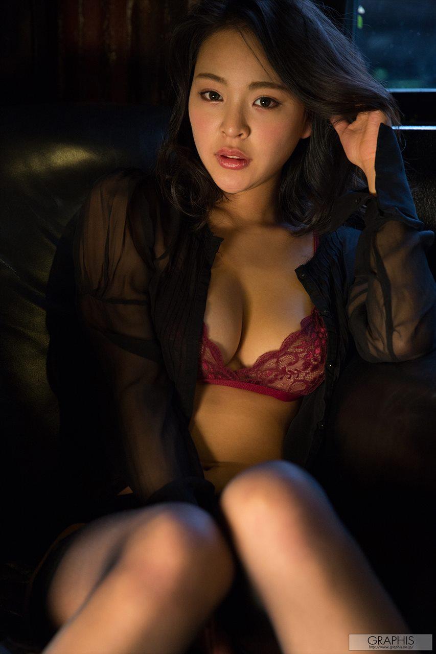 Minami Manaka 南真菜果
