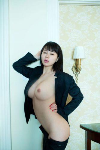 Hu Yun Er 胡允儿