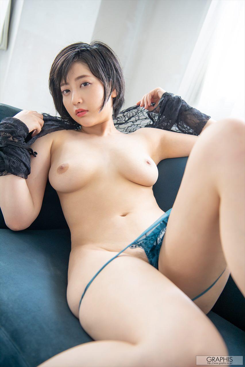 Natsume Hibiki 夏目響