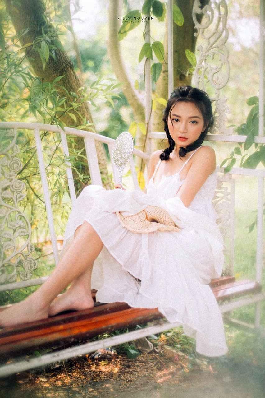 Vietnamese Sexy Model - Vu Ngoc Kim Chi - Beautiful in white
