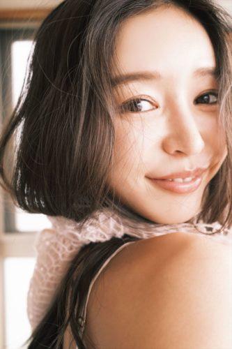 Kaji Hitomi 加治ひとみ